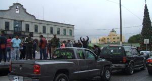 La caravana inició poco después de las 10 de la mañana y terminó a las 12 horas frente al Palacio Municipal de Actopan. Foto Juan Ricardo Montoya