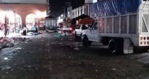 Denuncian a comerciantes de la zona centro de actopan por dejar toneladas de basura los días miércoles.